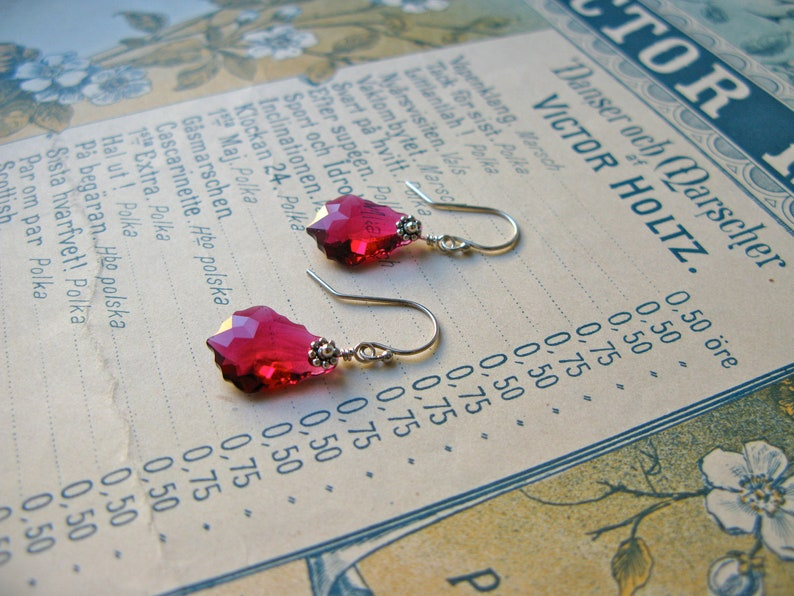 Baroque Nouveau short earrings in ruby image 0