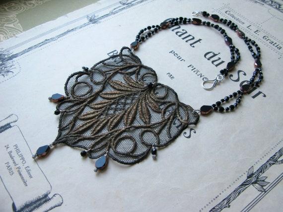 Women in Art / Asta neckl...