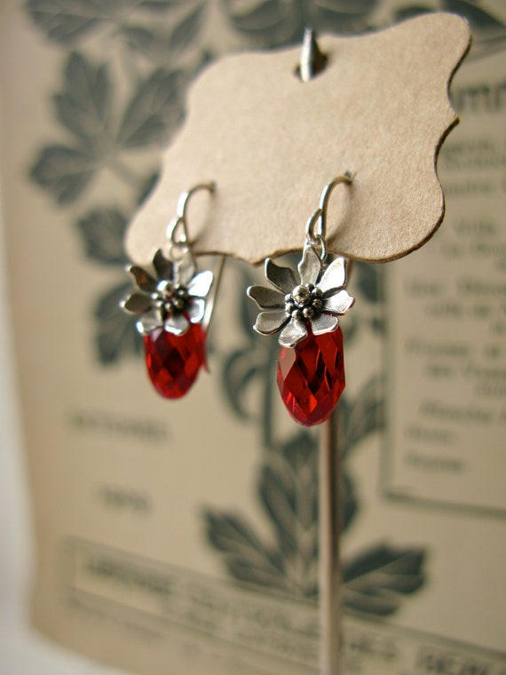Petal earrings in red...