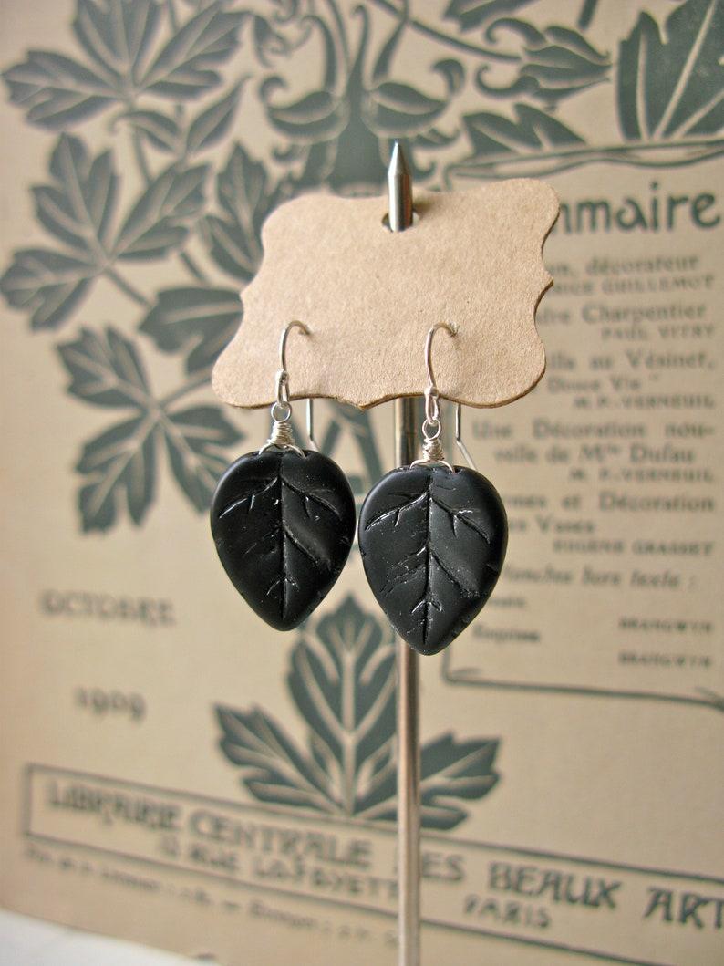 Women in Art / Dada short earrings image 0