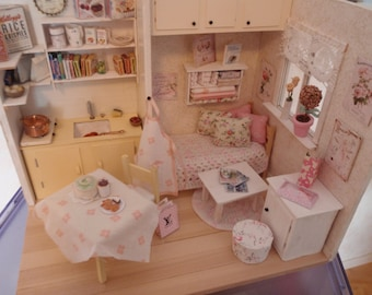 Dollhouse shabby room OOAK Doll diorama Compact living 1:12 scale (also Lati yellow,middle blythe, pulip)