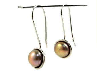 Dangle earrings in sterling silver with real pink pearls.