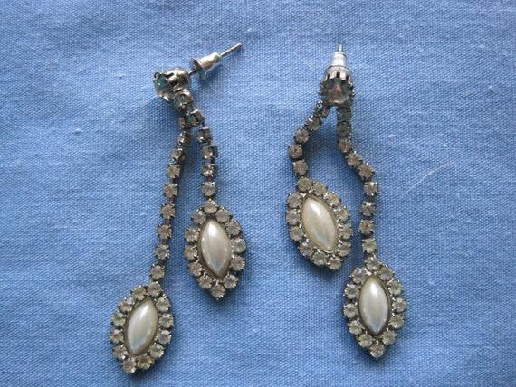Pretty Vintage Rhinestone & Faux Pearl Teardrop Pi