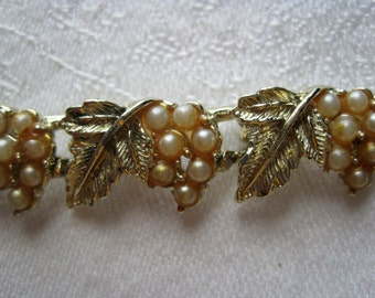 Pretty Vintage Gold Tone Faux Pearl Clusters & Leaves Bracelet