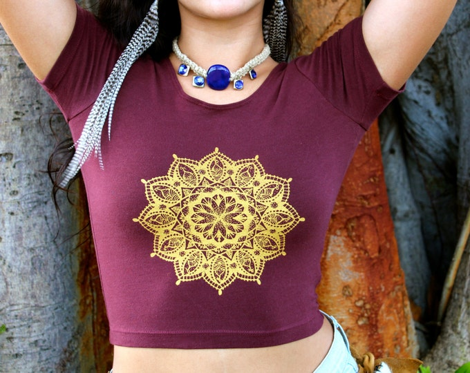 HENNA MANDALA Fitted Crop Tee