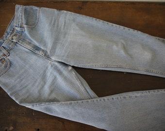 f8e23db9c8885 Vintage Unisex Levis size 8 reg   vintage light wash size 8 Levis 550  tapered leg relaxed fit jeans   90s Levis loose baggy hip hop 28 jeans