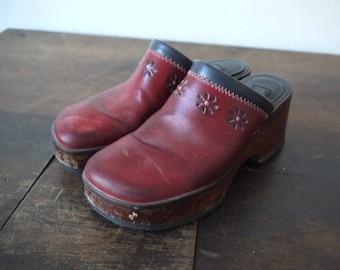 a5226d864eca2e Vintage Tommy Hilfiger Red Leather Daisy Clog   Vintage red clogs   wood  platform red floral shoes   70s style red platform clogs   7.5 clog
