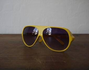 99fce6e5769 Vintage Italy Design yellow aviators   vintage aviator sunglasses   italian aviator  sunglasses   vintage italian sunglasses   70s aviators