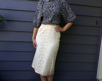Vintage Cream Ivory Floral Lace Skirt Mad Men Pin Up Rockabilly Skirt XS Knee Length High Waist Pencil Work Skirt 1950s Lace Pencil Skirt