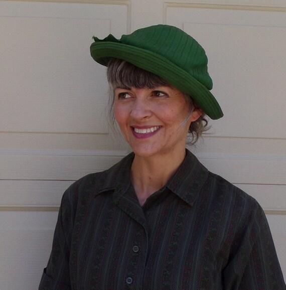 1930's GREEN TILT HAT 30's grosgrain ribbon (F2)
