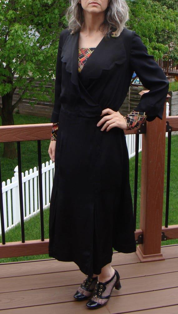 1920's BLACK CREPE DRESS deco scalloped collar M (