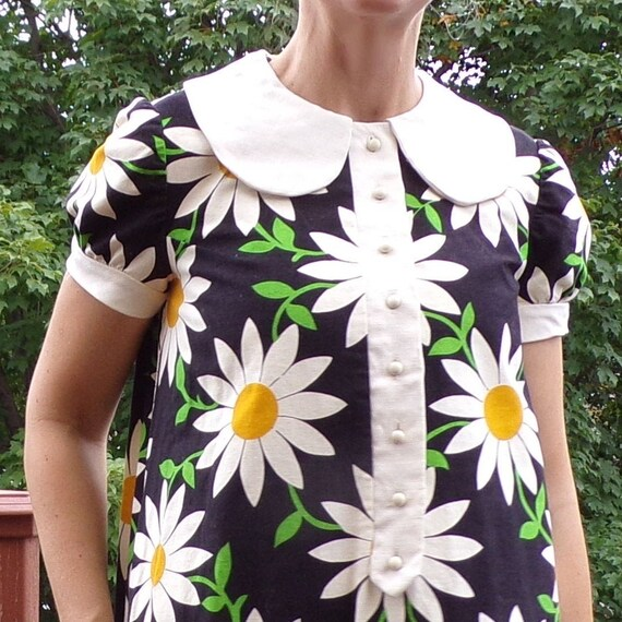 1960's 60's DAISY SWING DRESS mod peter pan collar