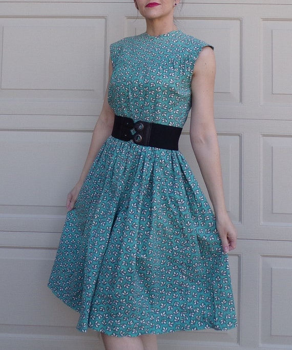 EARLY 1950s COTTON DRESS maybe feedsack fabric S 5