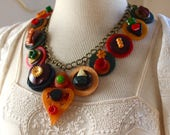 Bakelite button Necklace ...