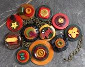 Bakelite button Necklace ...