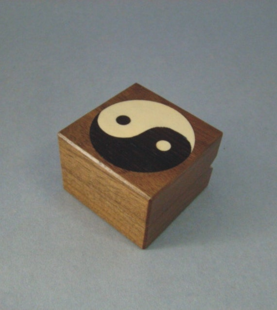 Ring Box with Ying/Yang Inlay. Free Shipping and Engraving. RB-37