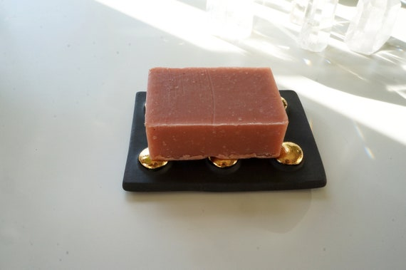 Plat de savon en céramique noir et or. Les amateurs de l\'objet ...