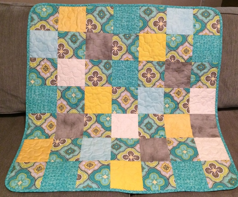 Grey and Yellow A Beautiful 31.5 X 31.5 Quilt Of Aqua