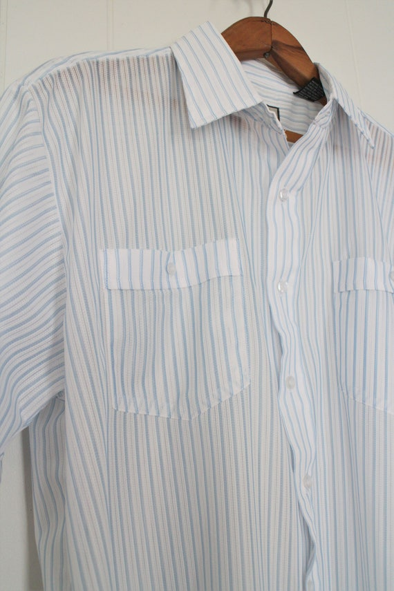 98a2e805274 Vintage Mens White Button Up Short Sleeve Shirt - White with Blue Stripes -  Baby Blue - Lightweight - 60 s Summer Shirt - Polyester