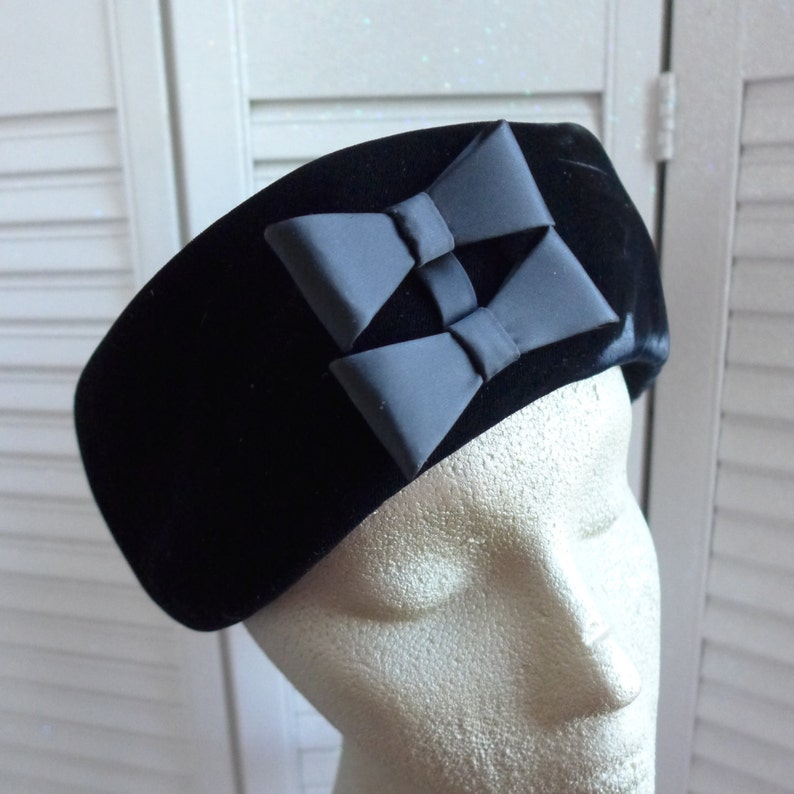 561a021948a Vintage Velvet Pillbox Hat by Evelyn Varon Hat 40s Black Velvet Elegant Hat  Fashion Accessory