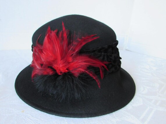 Hat Womans Vintage Wool Cloche Hat Red Feather High Fashion  892407aeebea