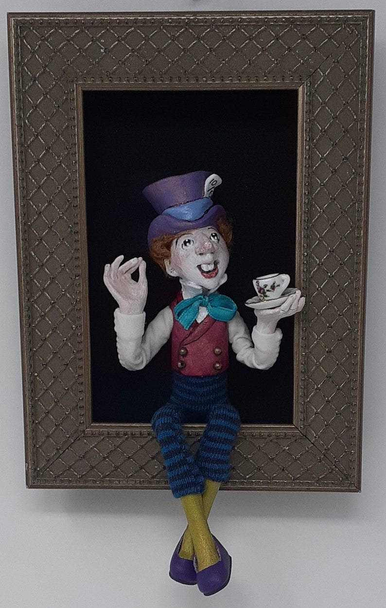 The Mad Hatter sculpted figure/doll in shadowbox image 0