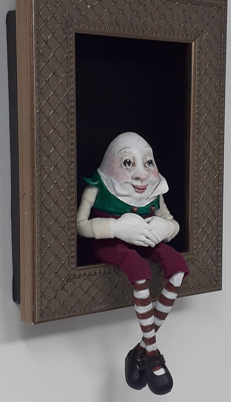 Humpty Dumptysculpted figure/doll in shadowbox image 0