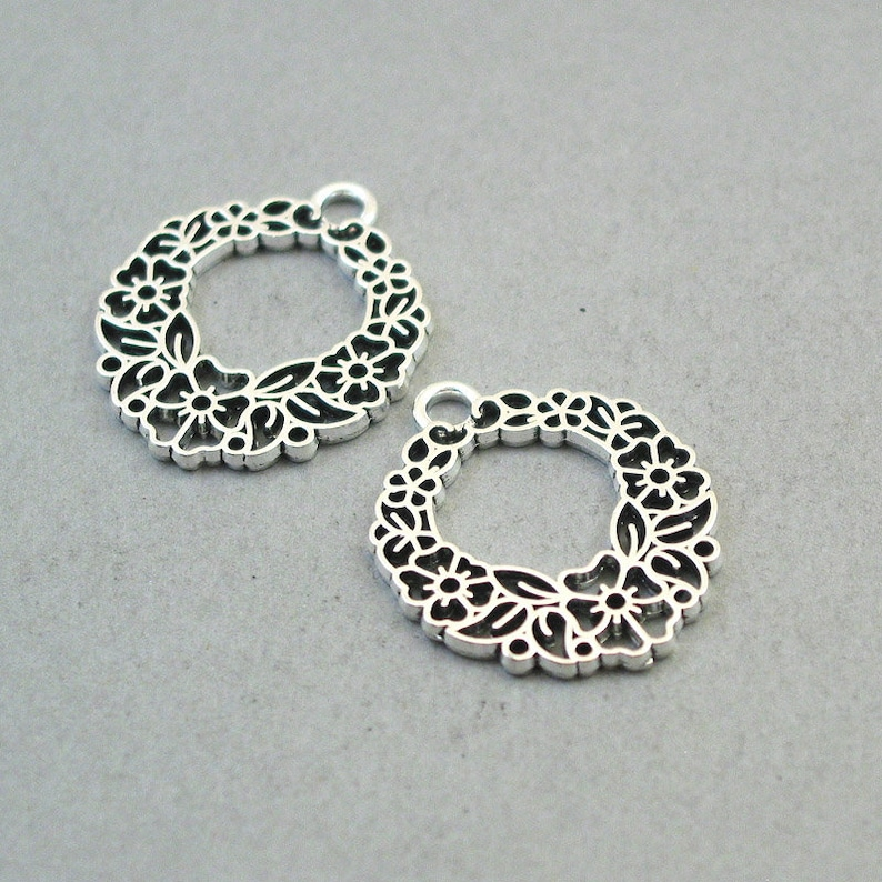 up to 8 pcs Christmas Flower Wreath pendant beads Antique Silver 25X30mm CM1622S Wreath Charms