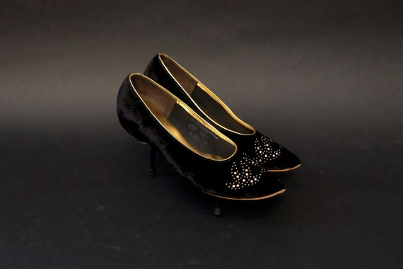 Vintage 1960's Black Velvet Jeweled Oomphies Shoes