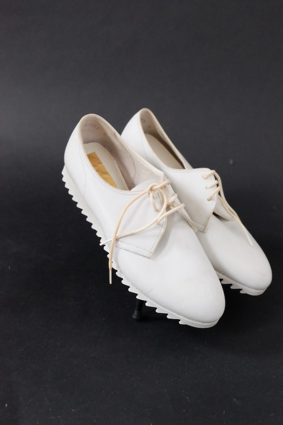 1960s DEADSTOCK Charmtone White Mod Nursing Shoes