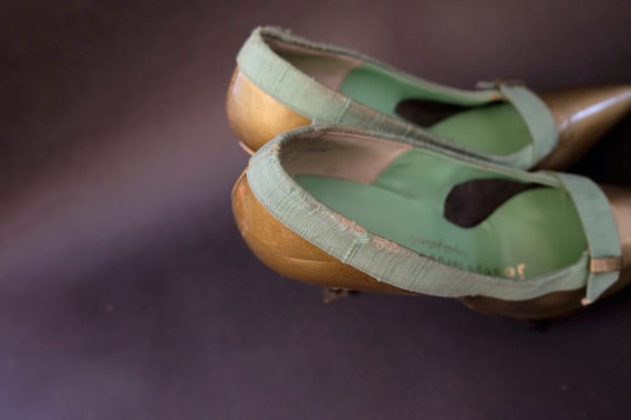 1960s Deadstock Gold and Green Linen Pumps Heels … - image 6