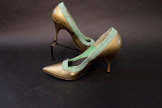 1960s Deadstock Gold and Green Linen Pumps Heels … - image 7