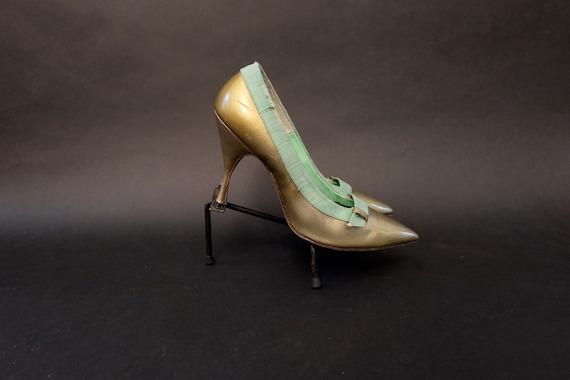 1960s Deadstock Gold and Green Linen Pumps Heels … - image 2