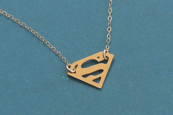 collier superman homme