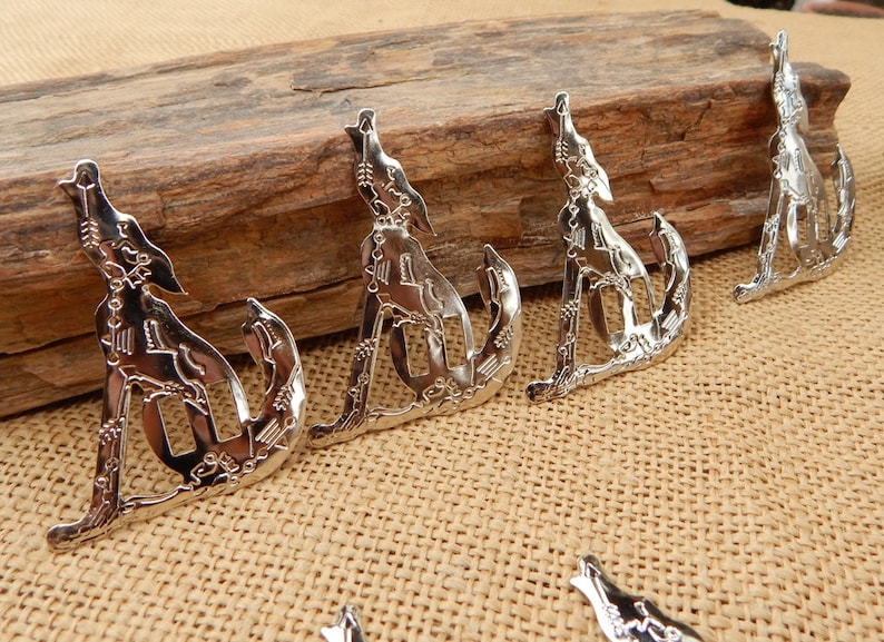 Howling Coyote Concho  ~  10 Howling Coyote Concho/'s  ~  10 Aluminum Howling Coyote Concho/'s  ~  Stamped Coyote Concho/'s  ~  FREE SHIPPING