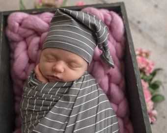newborn knot hat - graphite stripe