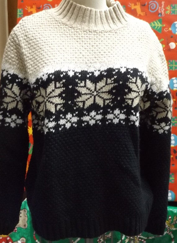 Ugly Christmas  Sweater Beige black Snowflakes lar