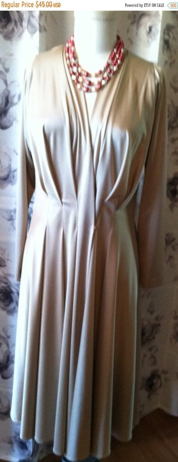 Vintage Creme pleated day dress women's large 1970