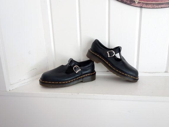 Comme neuf Vintage Black Doc Dr Martens T-Strap Mary Janes jaune coutures chaussures Oxford UK 2 nous 4 ou 5?  Fabriqué en Angleterre