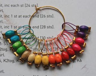 16 Knitting stitch markers wooden rainbow