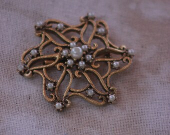 goldtone star pin