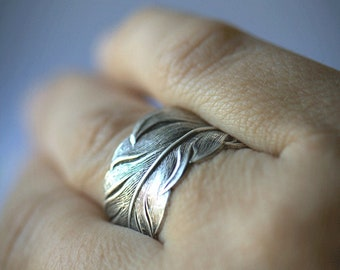 UNI-SEX feather RING Size 4 to 14. Men silver ring Couples matching ring Best friends ring Womens. Thumb ring silver ring feather ring.