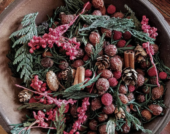 Christmas Wreath  -  primitive bowl fillers w/ refresher oil