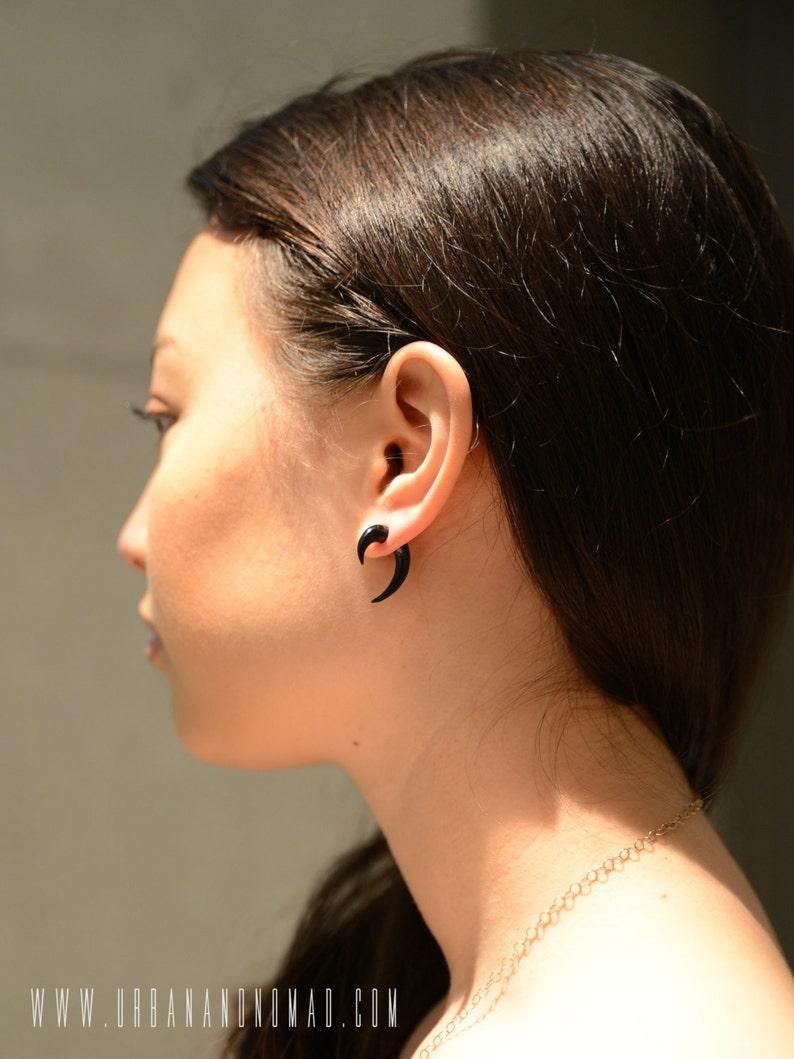 Fake Gauge Earrings Black Wood Mini Hook Talon Pinchers Tribal Earrings Gauges Plugs Wooden Earrings FG062 DW G1