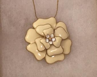 Vintage 1910's Flower Pendant Necklace (Cream)