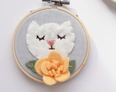 White Cat Wall Art with Orange Felt Flower / Embroidery Hoop Art / Cat Lover Gift / Gift for Her / Felt Hoop Art / Cat Mom Gift