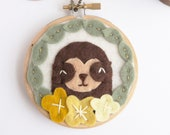 Sloth Wall Hanging. Mini Embroidery Hoop Art. Kids Room Decor. Baby Sloth and Felt Flowers. Sloth Fiber Art. Felt Applique. Baby Shower Gift