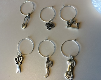 Set of 6 crafty wine charms