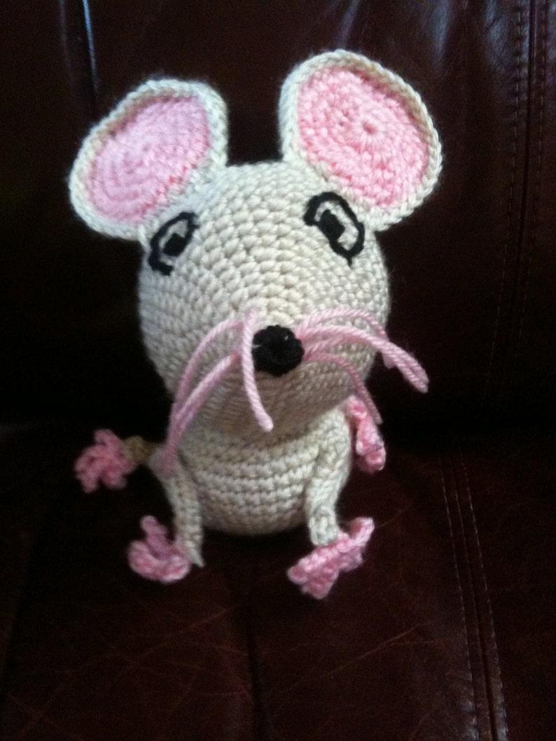 Crochet Pattern Peek-a-Boo Mouse image 0