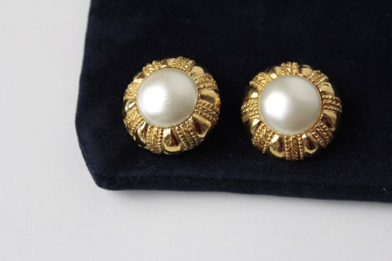 1980s   Classic CHANEL  Large Pearl  Button Earrin